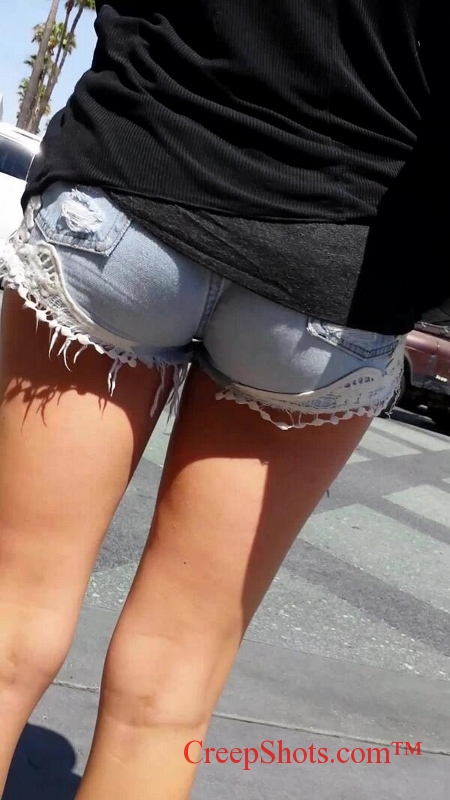 CreepShots of a hungry booty with a little gap by @timetocreep