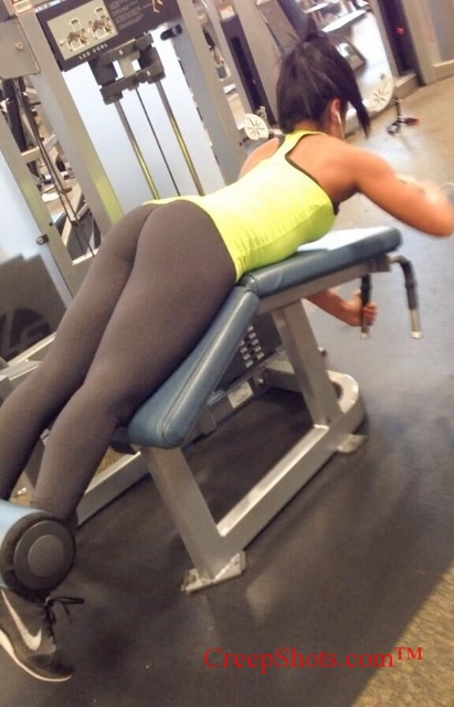 great booty crfeepshot profile at the gym