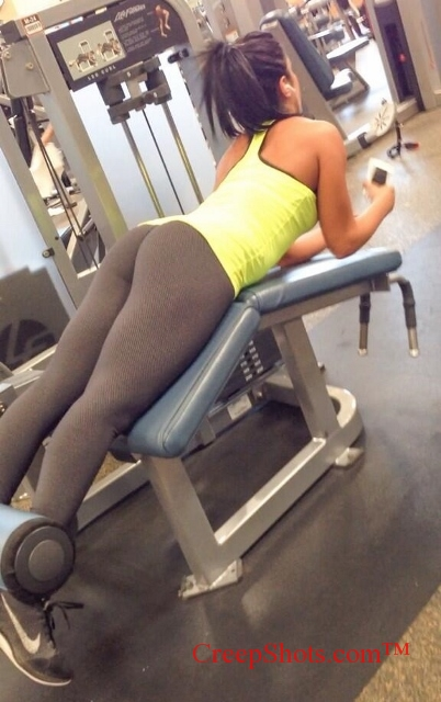 tight phat ass candid pic at the gym