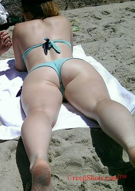 sexy phat booty and legs beach creepshot