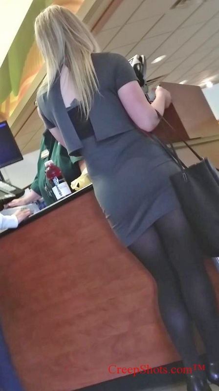 sexy legs and tight skirt creepshot