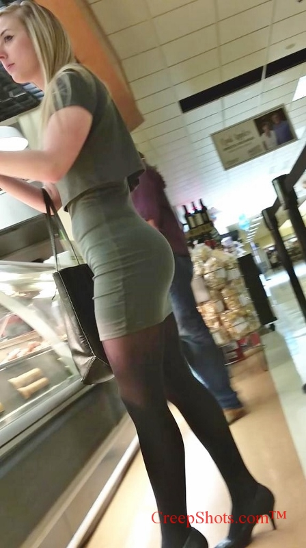 candid sexy lunch time blonde in a short tight skirt and sexy legs