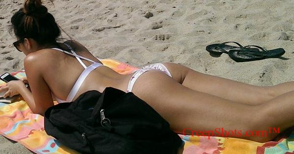 hot ass on a sexy asian beach creepshot
