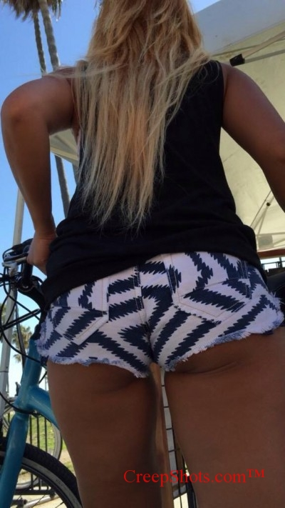 tan blonde with a booty