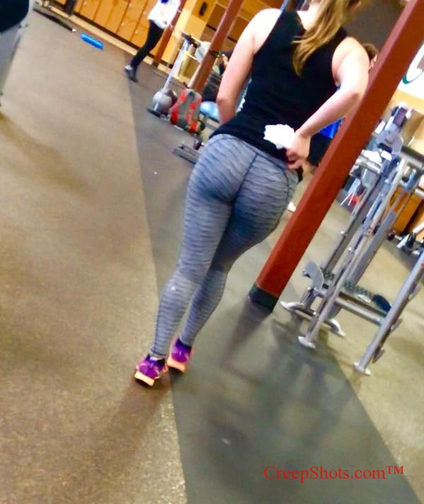 candid thick booty creepshot at the gym