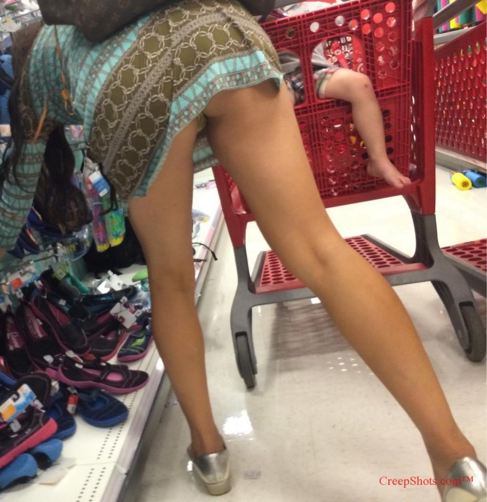 pussy-bending-over-in-public
